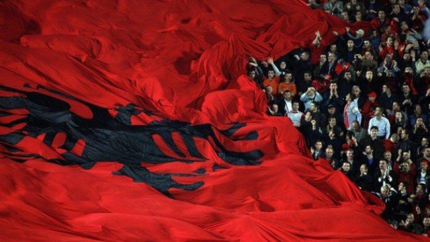 Të ndryshme! - Faqe 5 Auto_a-do-ta-djegin-flamurin-shqiptar-tifoz-euml-t-armeno-serb_hd1442069513