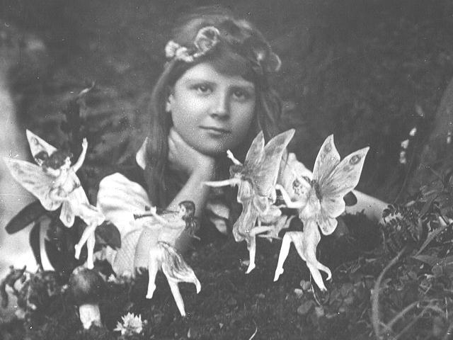 Des dizaines de fées photographiées au Royaume-Uni Fairies1