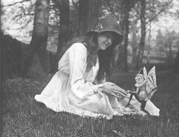 Des dizaines de fées photographiées au Royaume-Uni Fairies2