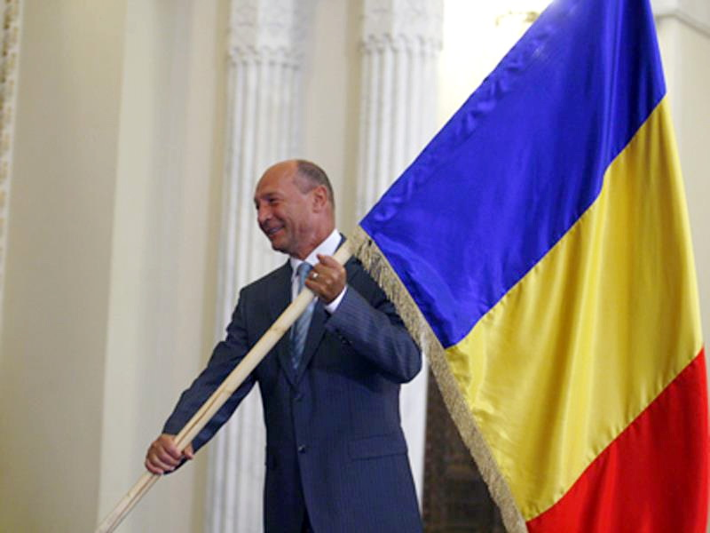 La mulți ani românilor! Traian-Basescu-Drapelul-Tricolor-al-Romaniei-Cotroceni