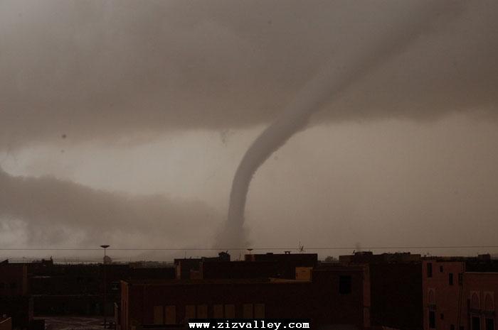 --الرشيدية تتعرض لاعصار مدمر----مع الصور--اتمنى الدعاء Cyclone-errachidia---14