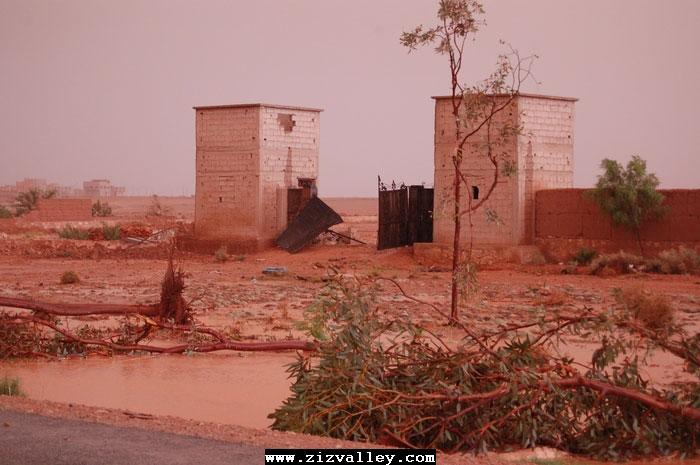 --الرشيدية تتعرض لاعصار مدمر----مع الصور--اتمنى الدعاء Cyclone-errachidia---23
