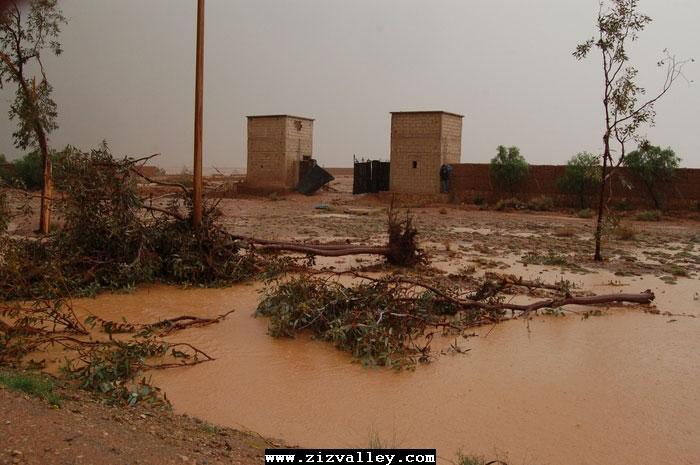 --الرشيدية تتعرض لاعصار مدمر----مع الصور--اتمنى الدعاء Cyclone-errachidia---25