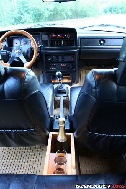 Volvo 240 DL'ame  - Sivu 2 209281-2450982