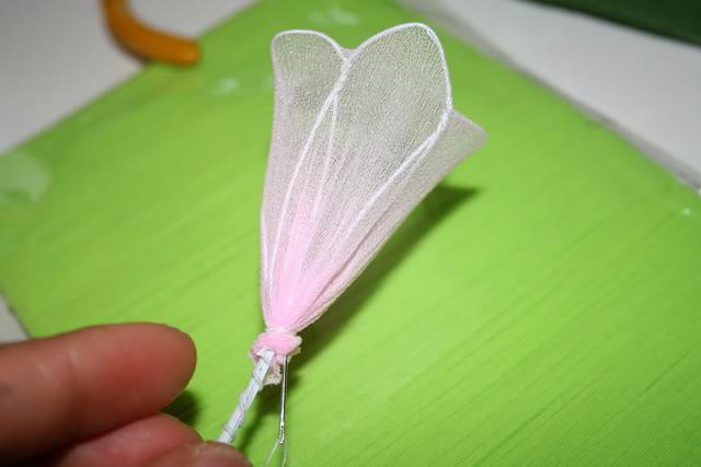 صناعة الورود من الجوارب الشفافة 908385427