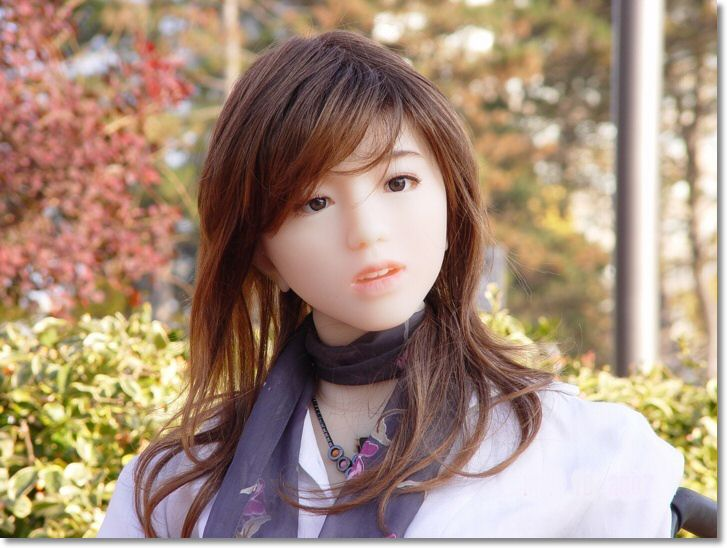 ياباني يصنع زوجته بنفسه ..!  493544294