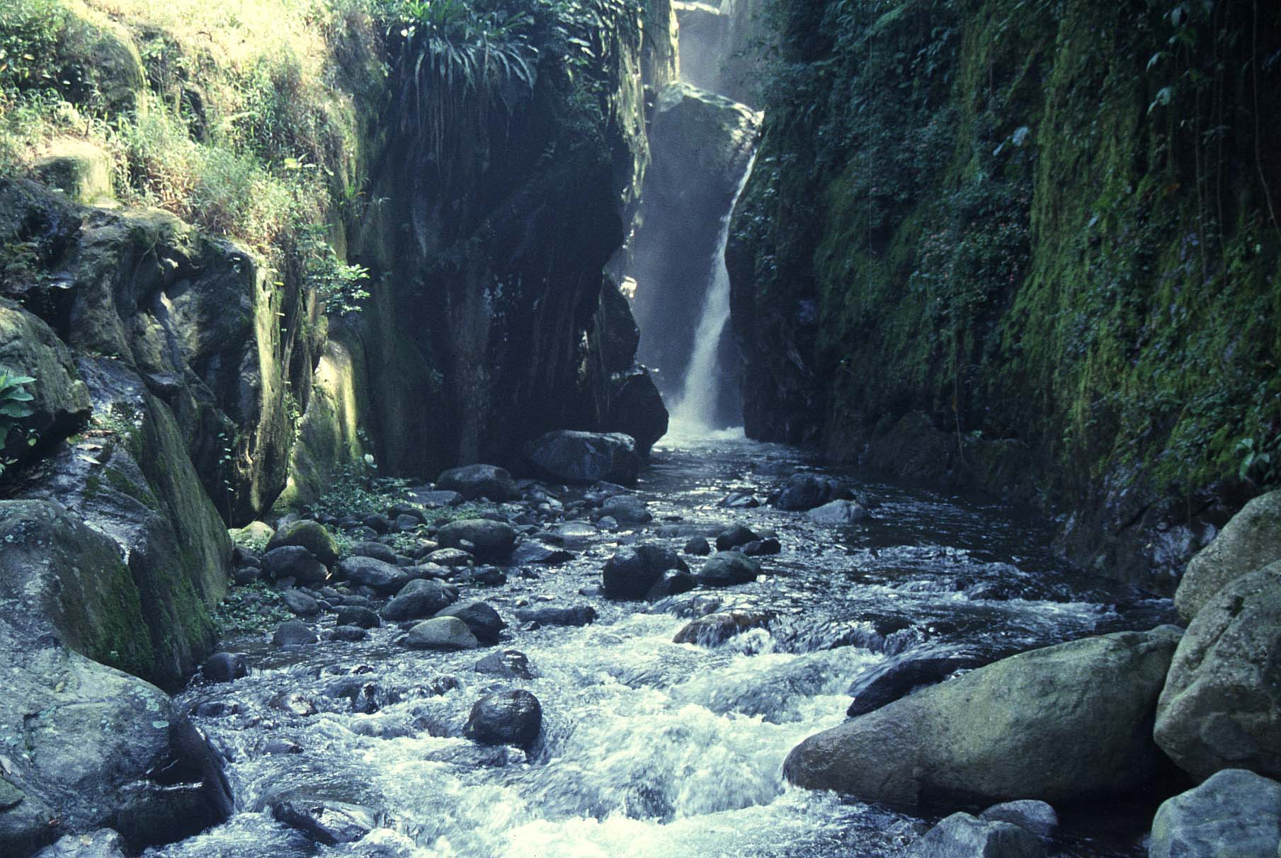 Caídas de agua en la naturaleza. - Página 2 Caida_de_agua_MontePerla