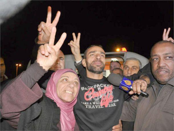 من قلب السجن كانت الحكاية حكاية أسرانا mp3 فرقة الوعد  حفلة عمان 325602941