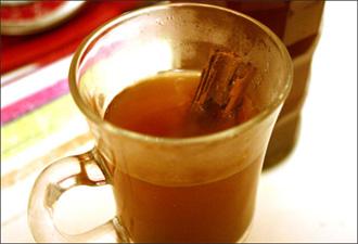 مشروبات الشتاء الساخنة صحة ودفء ونشاط Hot-apple-juice