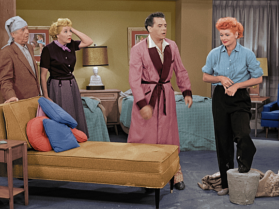 I Love Lucy - Page 3 Lucy_ep128_art60_0