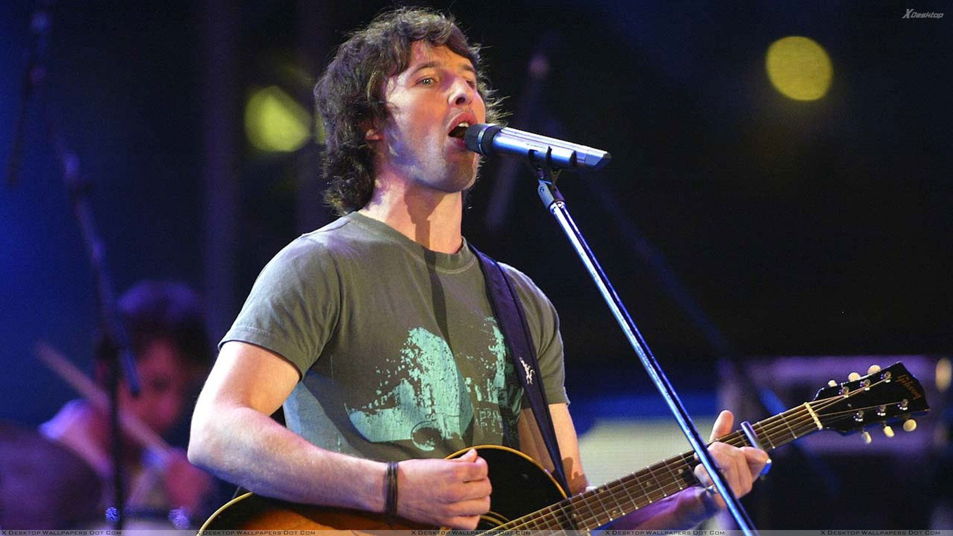 James Blunt James%20Blunt%20Guitar%20In%20Hand%20N%20Singing%20On%20Stage