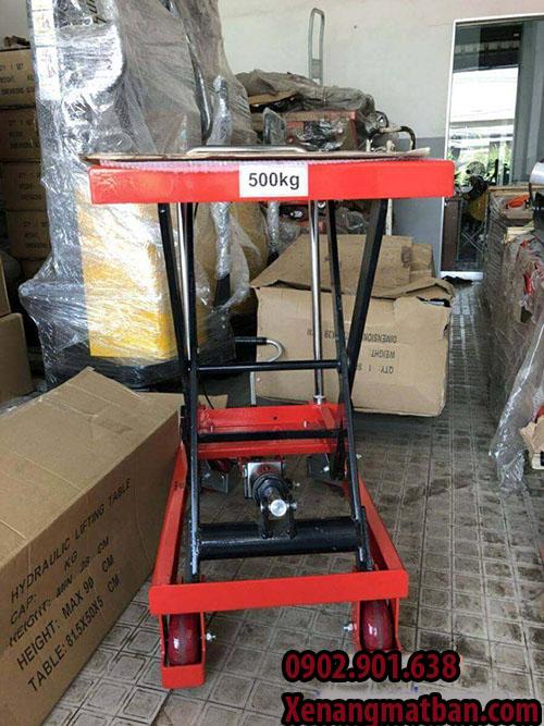 Xe nâng tay được sử dụng phổ biến hiện nay Xe-nang-mat-ban-500kg-9-tac