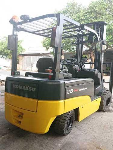 Phân phối xe nâng điện cũ nhập khẩu trực tiếp chính hãng Xe-nang-dien-cu-nhat-2_5-tan-komatsu