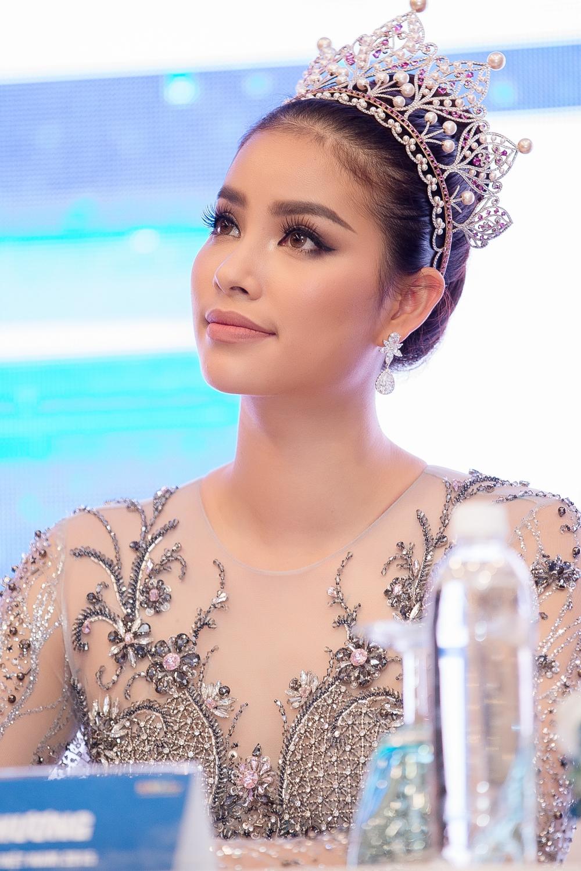 Hoa Hậu Thu Thảo lộng lẫy trong bộ ảnh mới MRAT9624