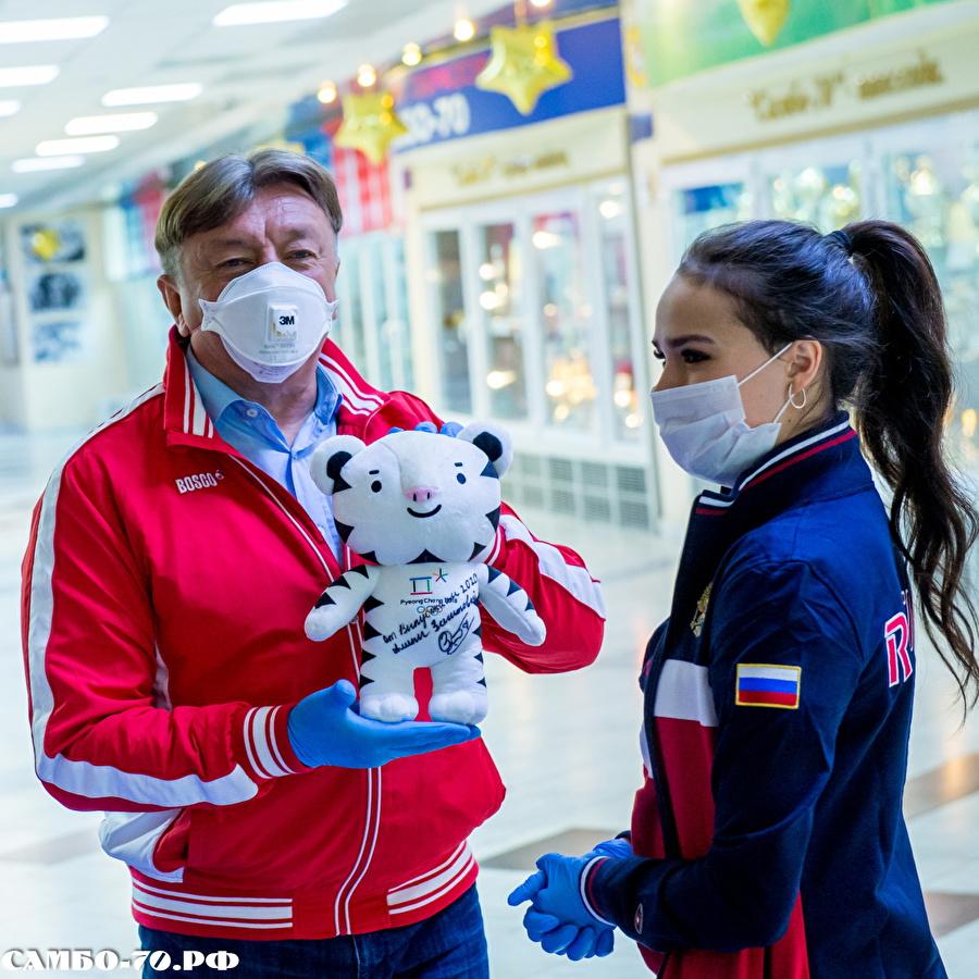 Алина Ильназовна Загитова-3 | Олимпийская чемпионка - Страница 9 124093_900f