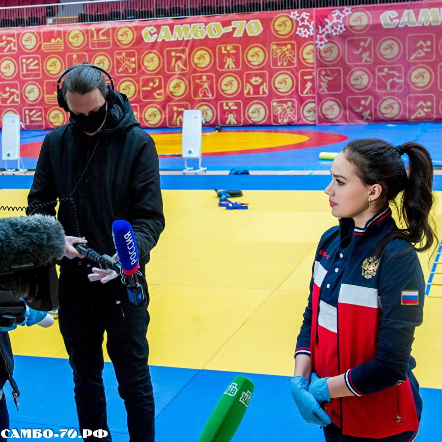 Алина Ильназовна Загитова-3 | Олимпийская чемпионка - Страница 9 124116_900f