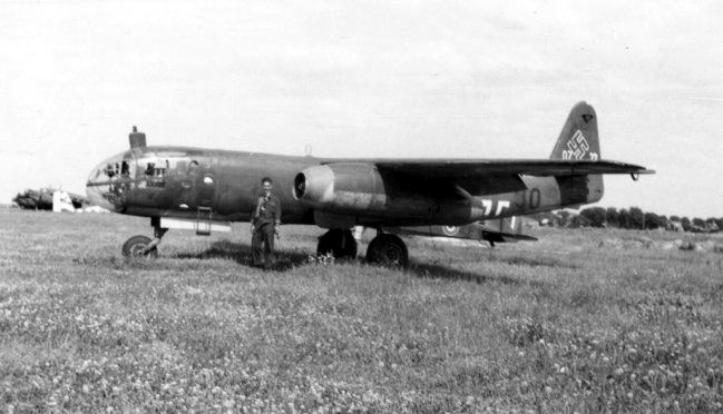 Toute sorte d'avions à réaction allemand :) Prototype aussi Ar234_13