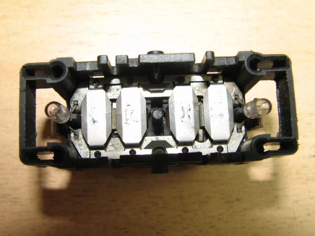[TUTO] Changement ampoule bouton vitre electrique phase 1 Img_1371_interieur