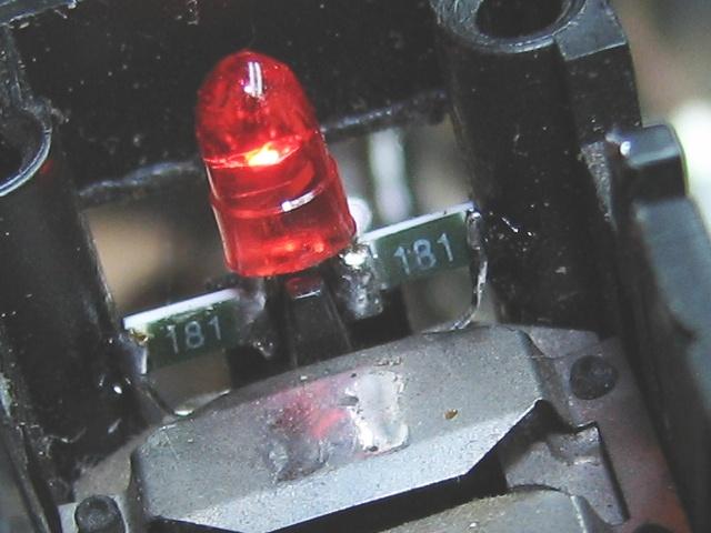 [TUTO] Changement ampoule bouton vitre electrique phase 1 Img_1398_led_et_resistances