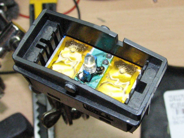 [TUTO] Changement ampoule bouton vitre electrique phase 1 Img_4169_interrupteur_leve_vitre_auto