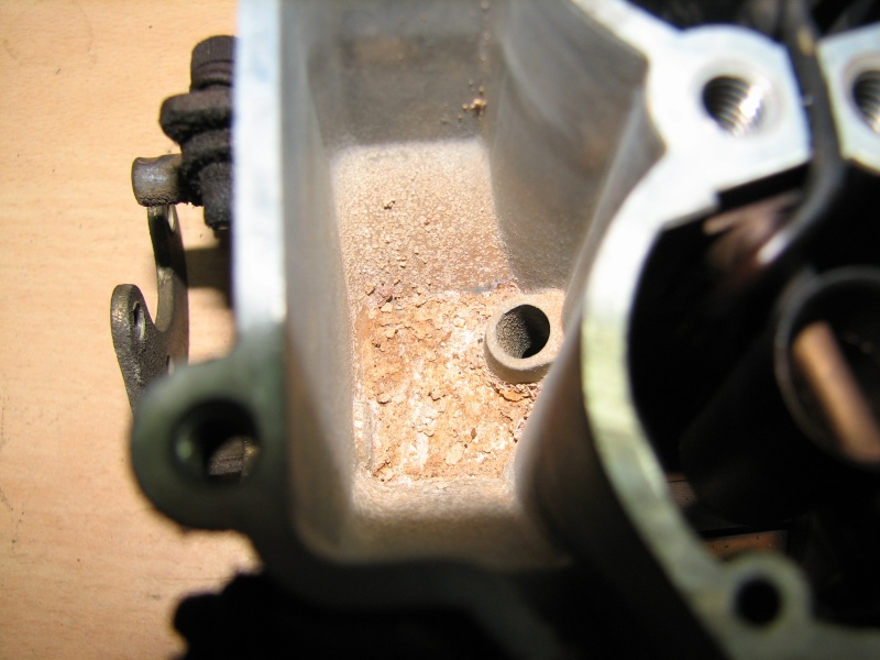 [TUTO] Fonctionnement et réglage carburateur solex 34-34 Z 1 T_img_0187_carbu_cuve_sale