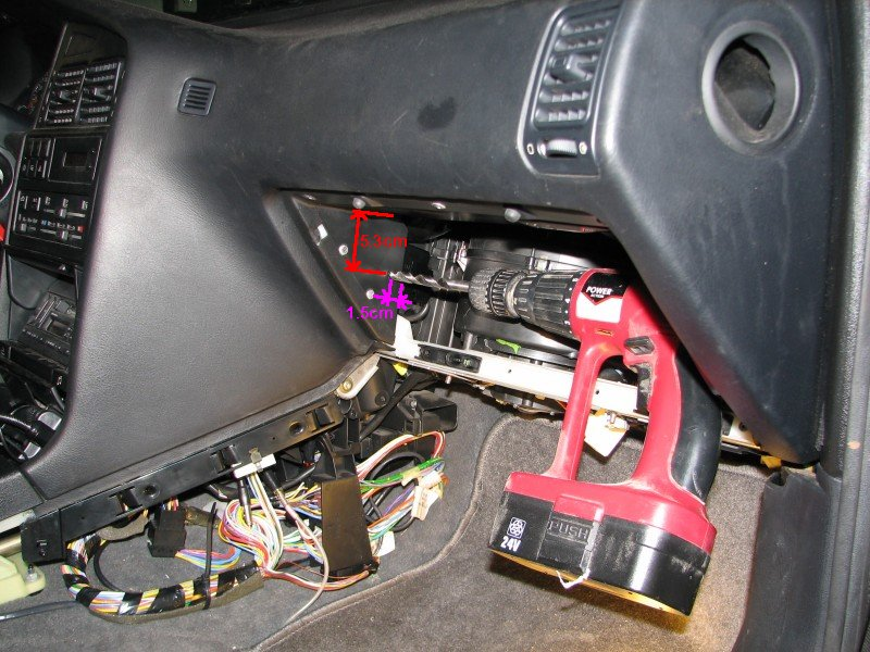 [TUTO] Changer un moto-réducteur de climatisation T_12_percage_trou_acces_vis_de_fixation