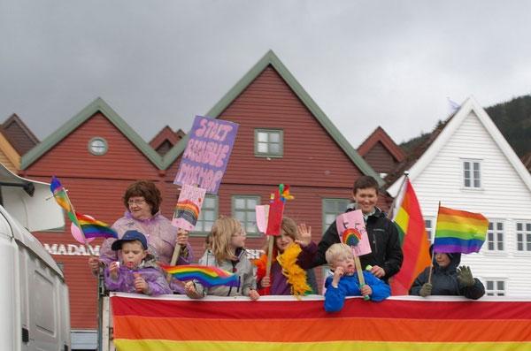 В Норвегии прошел детский гей-парад 4_34_46s