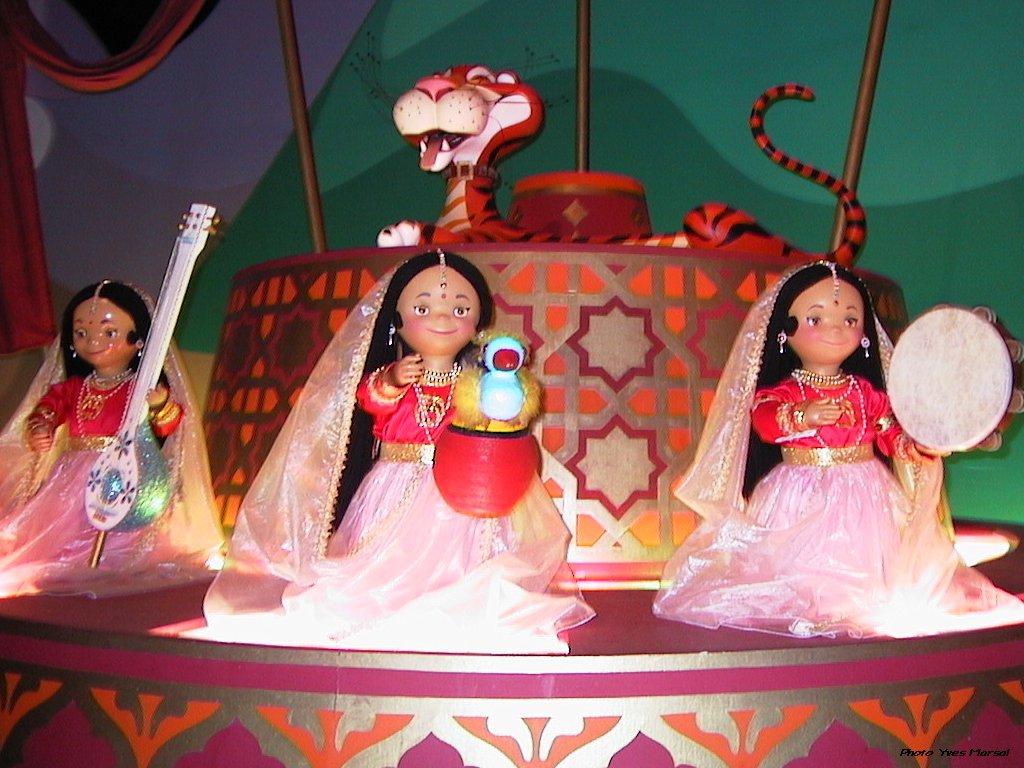 l'endroit de Martin du 20 novembre trouvé par Snoopie Disneyland_small_world_09