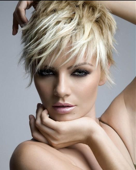 Lepota ženske kose - Page 3 Royston-Blythe-short-blonde-straight-hairstyles-525x658