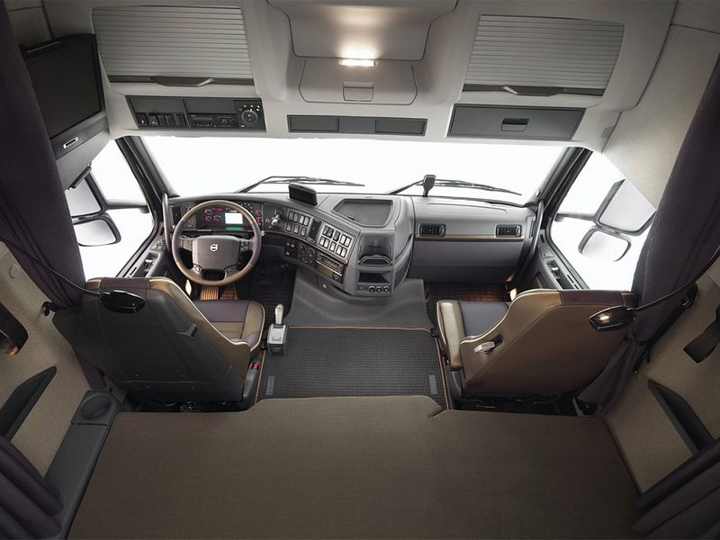 Euro Truck Simulator 2 (ETS2) et American Truck Simulator (ATS) 1351373409-volvofh16-cabine