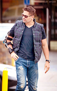 Joe Manganiello ↔ 200*320 1421424259-want46