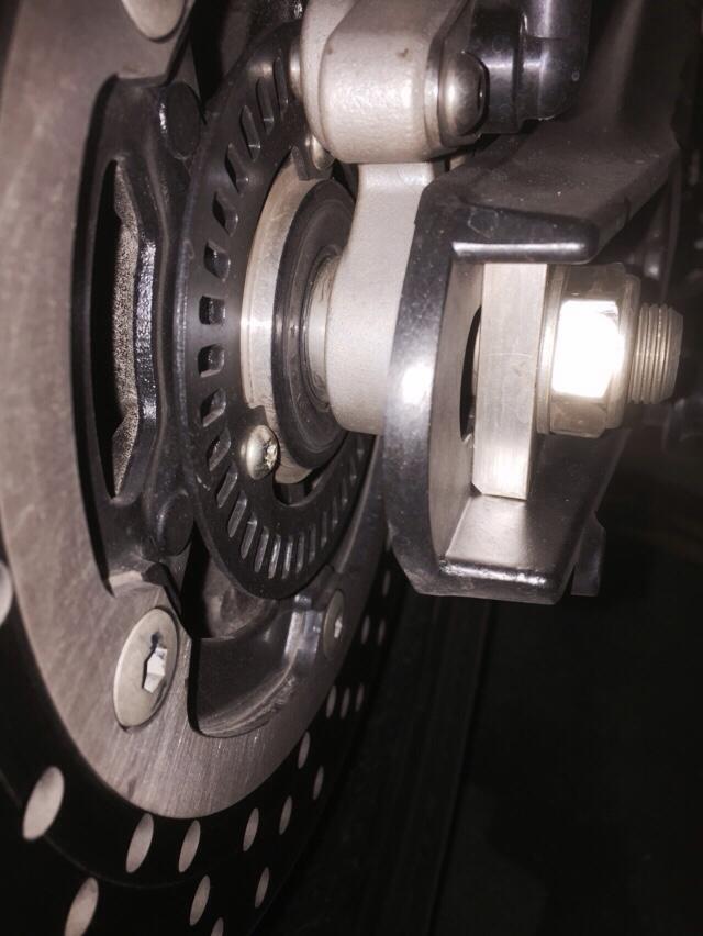 Demontage roue arriére  1428698053-iphone-image-04-10-2015