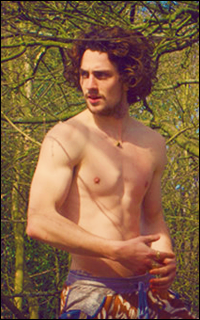 Aaron Johnson - Page 3 1440077446-aarontj013