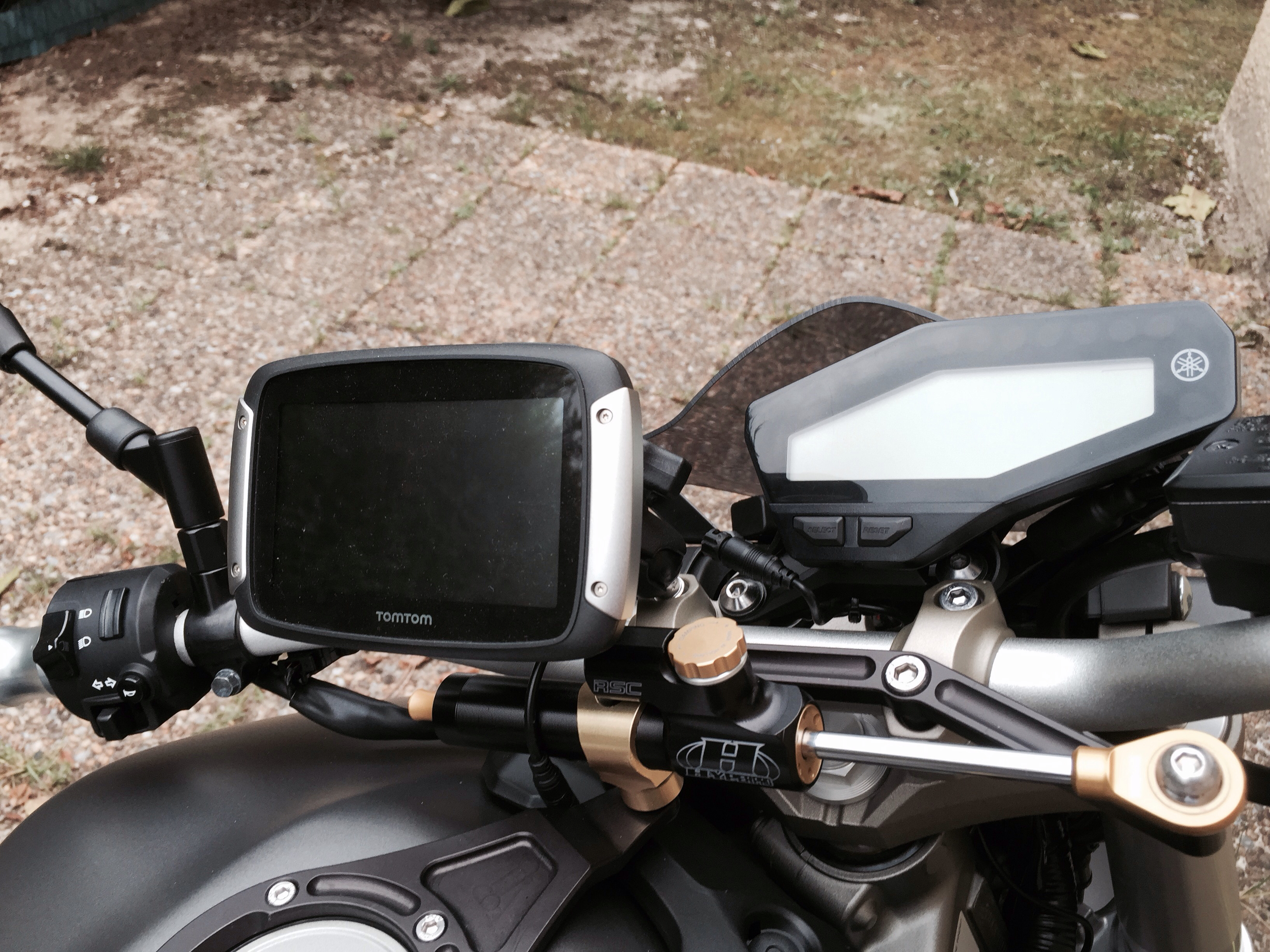 Support GPS Tomtom Rider / Fixation au compteur 1440694660-iphone-image-08-27-2015