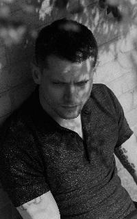 Jack O' Connell | 200*320 1502119971-20160402-flaunt-shot-04-445jhv1
