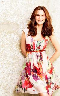 Emily Deschanel avatars 200x320 1527632526-vava-hellen1