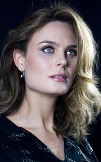 Emily Deschanel avatars 200x320 1531227209-helen-2