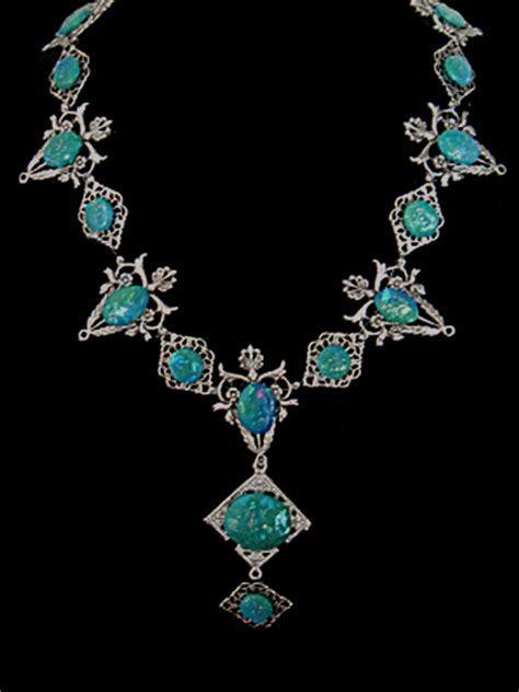 Le collier d'opale