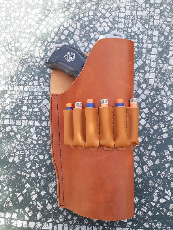 Quelques accessoires en cuir (portes chargeur, étui) 1551970274-holster-1