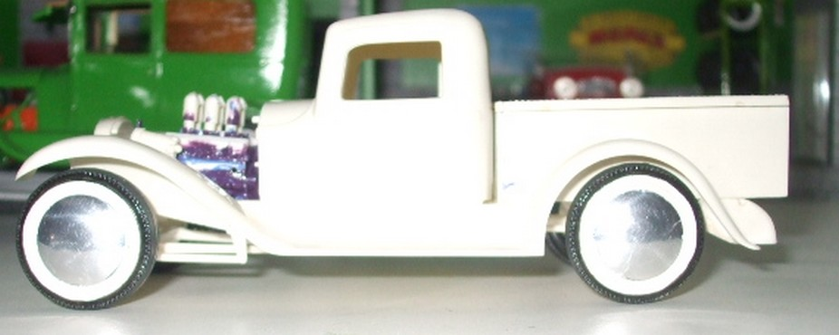 Ford 32 pick-up Lindberg 1/24 1561362890-dscf0072