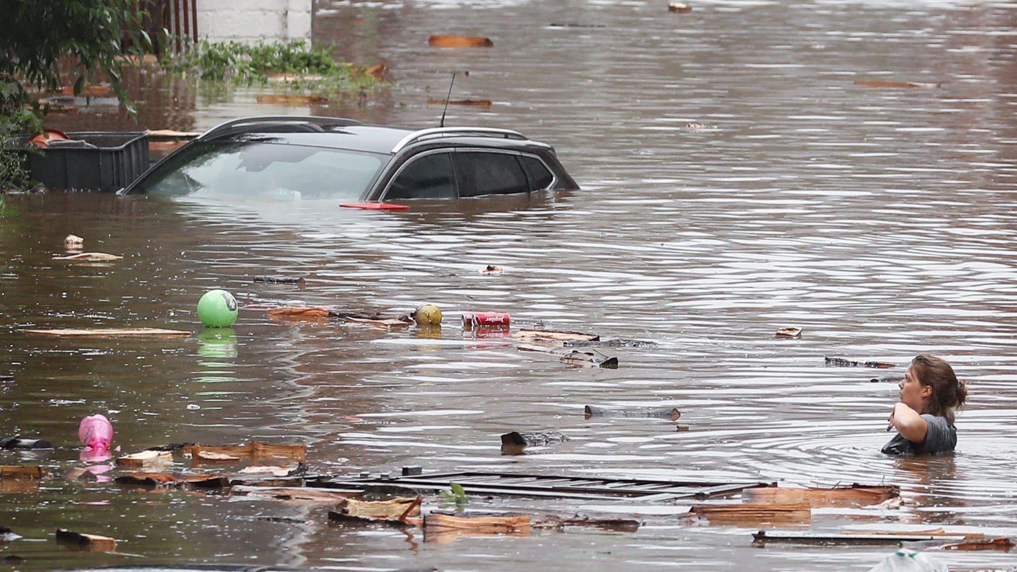 Quelques news préoccupantes concernant le climat. - Page 9 1626418353-une-rue-inondee-a-liege-belgique-le-15-juillet-2021-1068446