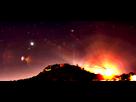 2012: le 30/04 à 23:00 - Ressemblant a un tête de chat de couleur roseBoules lumineuses - Hyères (83)  - Page 2 1336052282-traits-rouge-arc-de-cerle