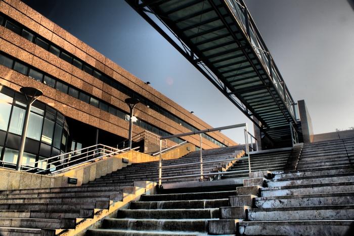 Mon premier HDR : Les escaliers du corum (montpellier) 160355HDR002sml