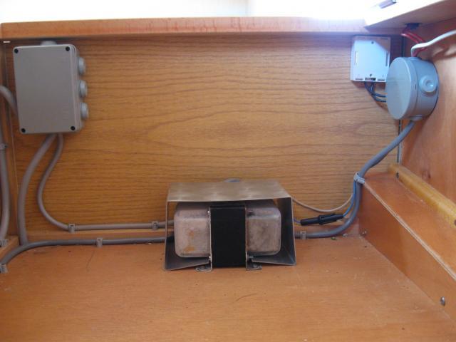 Transfo 220/12V + capot + porte-fusibles - B à pile - OFFERT 208483IMG_1633