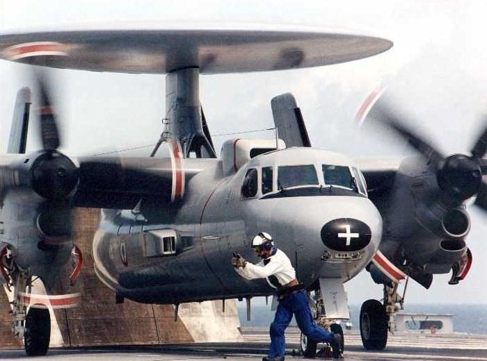 GRUMMAN E-2 HAWKEYE  225652Grumman_Hawkeye_francais