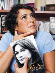 «كارلا.. حياة سرية» كتاب يثير جدلا في فرنسا (عارضة الأزياء توقع الرئيس)   289294Pictures_2010_09_17_55369741_bf15_41d3_b9e3_e6cc2c2f51bf