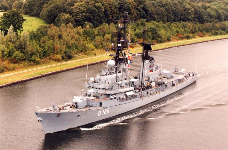 DESTROYERS LANCE-MISSILES CLASSE CHARLES F. ADAMS - Page 2 289918FGSMolders