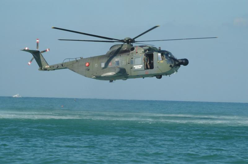 SIKORSKY S-61 SEA KING 327183HH_3F_italien