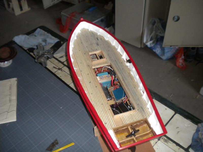 barque chalutiére au 1/20è d'après plans - Page 6 375729DSCN2397