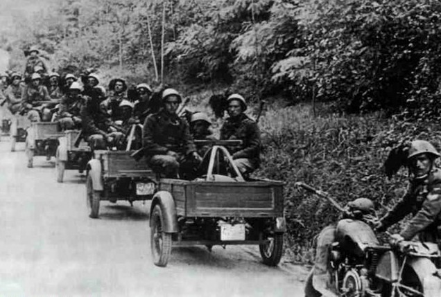Tricycle Benelli de l'armée Italienne. 383589Sans_titre_1